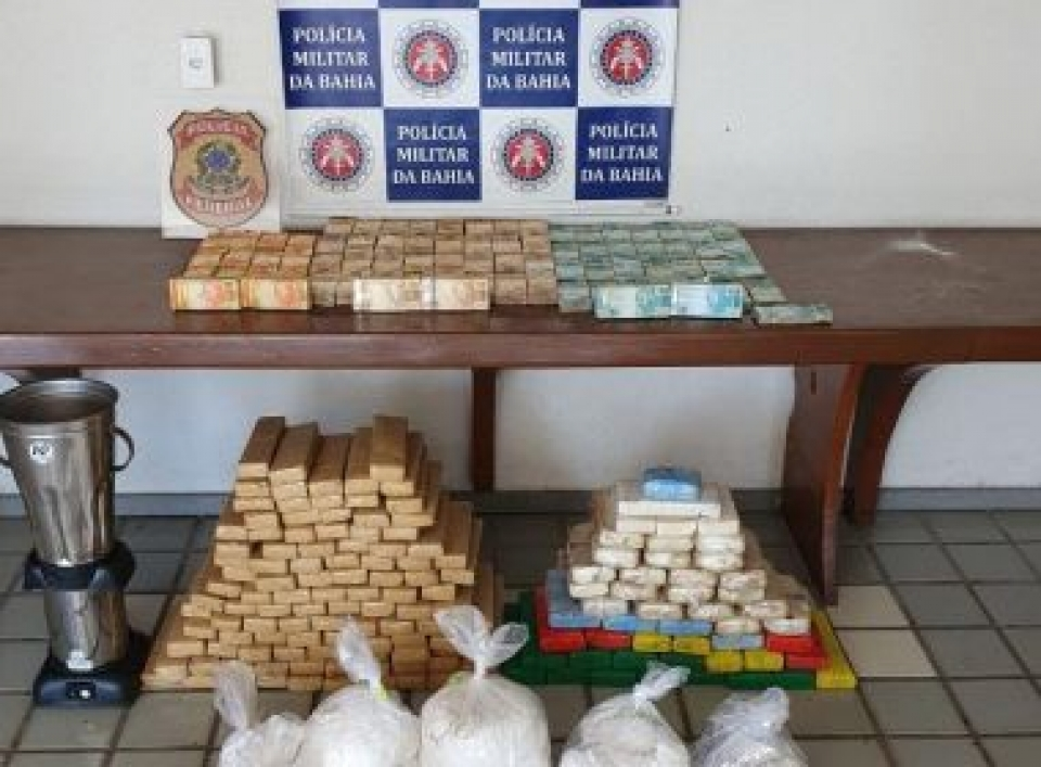 Polícia apreende 740 mil reais, munições e drogas em Porto Seguro