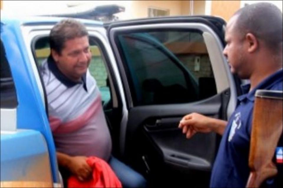 Polícia Civil prende o ex-prefeito de Itagimirim, Rogério Andrade, por envolvimento na morte de Rielson Lima