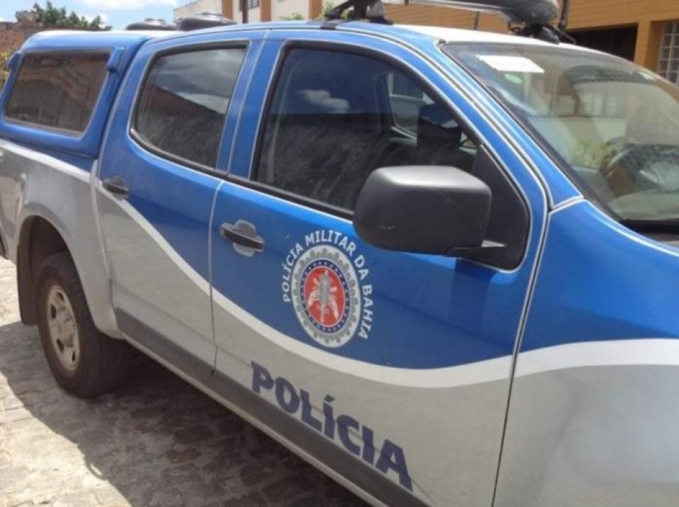 PM apreende dois traficantes com drogas, armas e explosivos em Belmonte