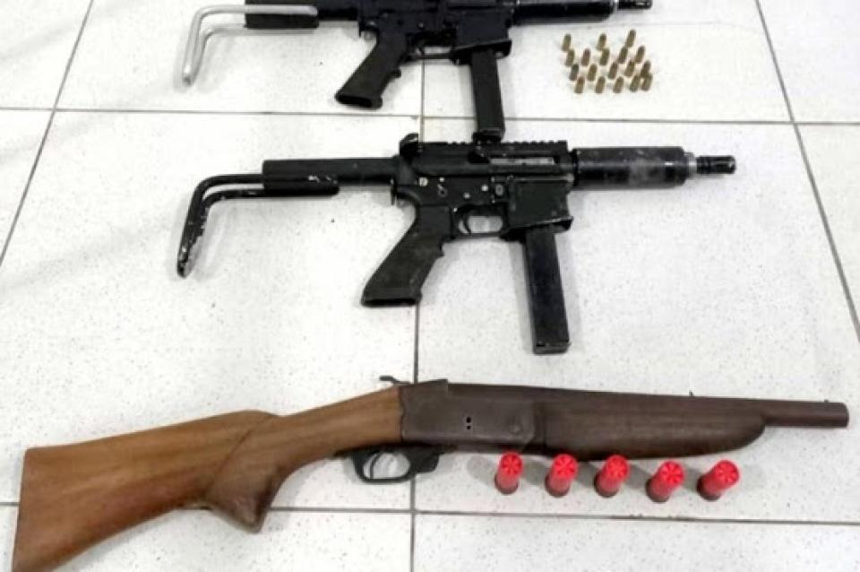 Dois bandidos são presos em Porto Seguro com submetralhadoras, espingarda e munições