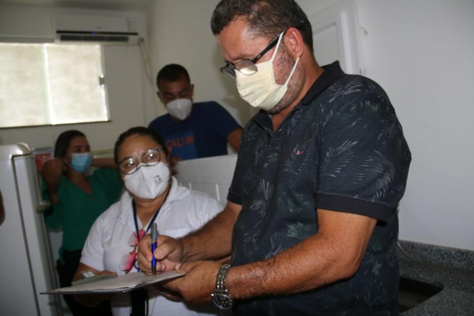 Itapebi:Prefeito PEBA recebe as primeiras doses da vacina contra a Covid-19