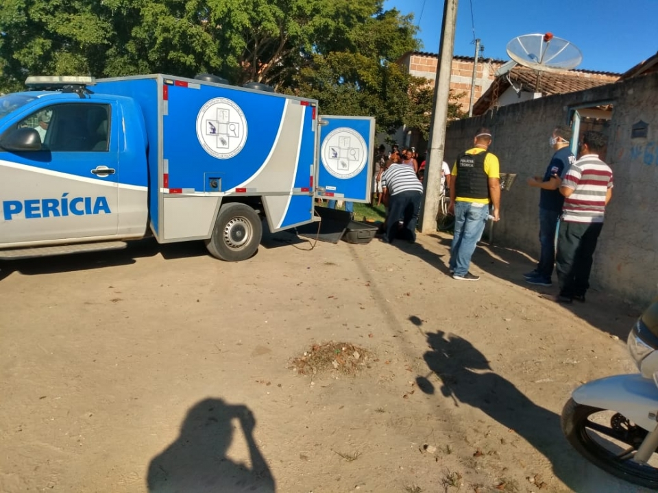Irmã mata irmã com facada no pescoço por ciúmes da namorada em Teixeira de Freitas