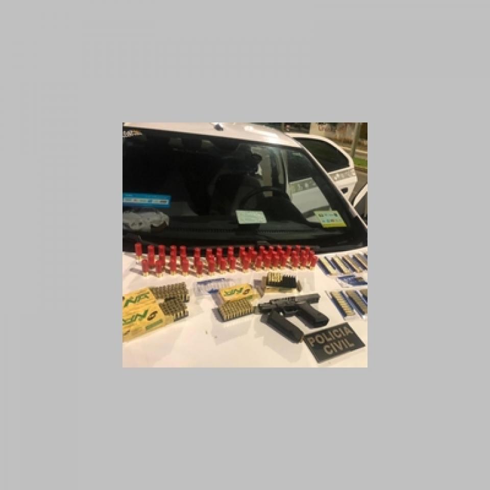Ação policial prende taxista suspeito de transportar armamento para organização criminosa