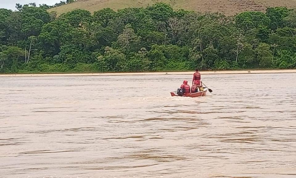 Homem é baleado enquanto navegava pelo Rio Jequitinhonha