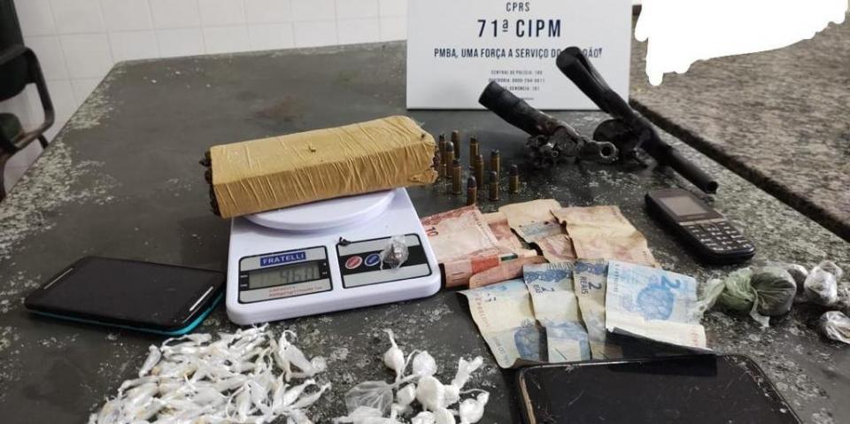 Trio suspeito de homicídio é capturado com armas e drogas em Una
