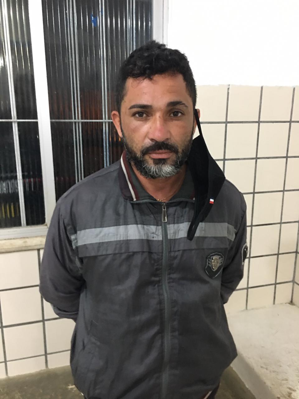Homem que tentou matar a tiros o vereador Toinzinho de Teixeira de Freitas é preso pela PM