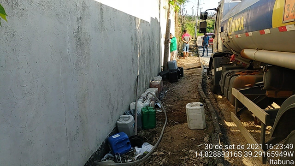 Polícia descobre esquema de furto de gasolina; motorista substituía parte do combustível por água
